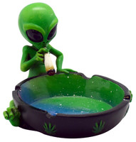 Smoking Alien Ashtray - 4.5x3.5 - AFG Distribution
